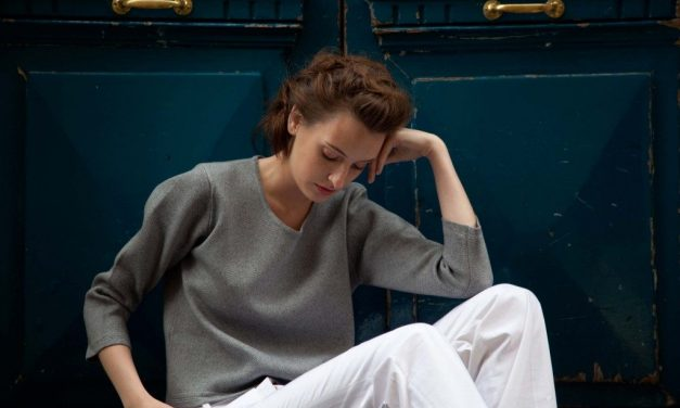 Wearring cotton and cashmere sweaters in the summer