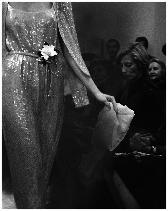 Une robe à sequins, Halston Vogue, March 01, 1974