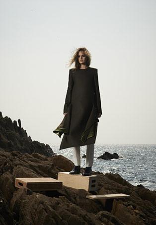 Annelie Schubert manteau-tablier en laine