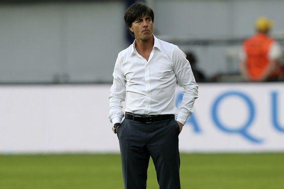 Joachim Löw style chemise blanche