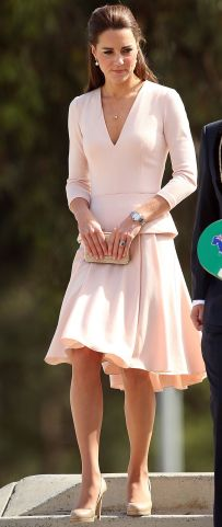 tenue couleur rose Kate Middleton