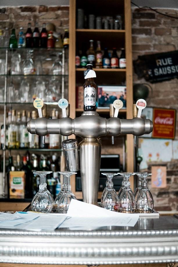 Les Beaux Gamins a friendly bar